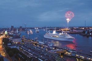 Traumschiff läuft in Entry Standard ein. Quelle: Reederei Peter Deilmann GmbH