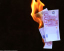 geld-vernichtung-verbrennen