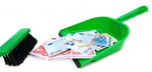 Brush, scoop and money (euro).